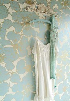 papier peint kitch bleu doré oiseau idée déco chambre castorama