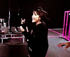 Animated gif about gif in ariana grande by h Ariana Grande Bangs, Ariana Grande Gif, Ariana Grande Photos, Ariana Grande Dangerous Woman, Dangerous Woman Tour, Victorious Actors, Ariana Instagram, Bae, Ariana Tour