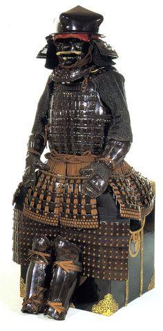 徳川家康 (Tokugawa Ieyasu). 徳川家康所用 伊予札黒糸威胴丸具足 (久能山東照宮博物館蔵)