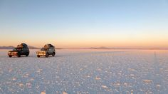 Auf einer Bolivien Reise, Schönes Reisefoto mit Abendstimmung auf dem grossen Salzsee von Bolivien.