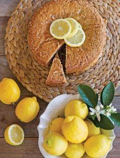 Νηστίσιμο κέικ λεμόνι με καρύδια Athena's Recipes Fruit, Sweet, Cakes, Food, Candy, The Fruit, Mudpie, Cake, Meals