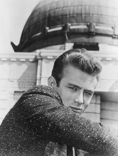 "James Dean en ""Rebelde Sin Causa"" (Rebel Without a Cause), 1955 Vintage Hollywood, In Hollywood, Divas, James Dean Photos, Nostalgia, Rebel Without A Cause, Jimmy Dean, Actor James, Bad Picture"