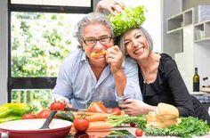 Eine ausgewogene und gesunde Ernährung kann die Entwicklung der Alterszeichen, wie zum Beispiel Falten und Altersflecken, verlangsamen.