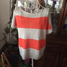Theory lightweight sweater This item is in good condition but it has been worn please ask any questions before purchasing. This item will only be traded for an autographed Authentic Chanel original, a Lamborghini, a penthouse in Paris, or the services of an Audi mechanic. All orders will be recorded before shipping. I do not model. Please see my reasonable offer chart before submitting an offer. Theory Sweaters
