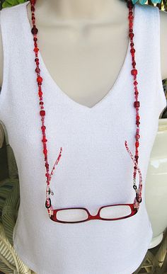 Red Eyeglass Chain Glasses Chain Eyeglass Chains E Red Eyeglasses, Eyeglass Holder, Bead Jewellery, Hippie Jewelry, Necklace Designs, Beaded Earrings, Flower Power, Lenses, Bangles