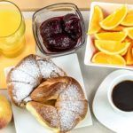 Instead of scrambling for a last-second gift, shower your mother with a luxurious breakfast in bed using Mother's Day Breakfast in Bed printables Healthy Soup Recipes, Healthy Snacks, Organic Recipes, Ethnic Recipes, Clean Eating Desserts, Breakfast In Bed, Nutrition Tips, Fitness Nutrition, Universal Nutrition