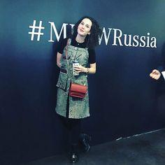 Анна @avokamrea и наш сарафан @masterkimolga на показе Игоря Гуляева @_igorgulyaev_ #сарафан#шьемназаказ #москва#модныйлук #игорьгуляев