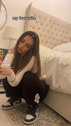 Instagram Selfies, Cute Instagram Captions, Instagram Baddie, Best Filters For Instagram, Instagram Story Filters, Story Instagram, Photography Filters, Photography Poses, Bad Girl Aesthetic