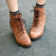 #Wing-Tip Oxford Boots