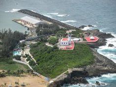 Vista aérea del Faro y Muelle de Arecibo, Puerto Rico.