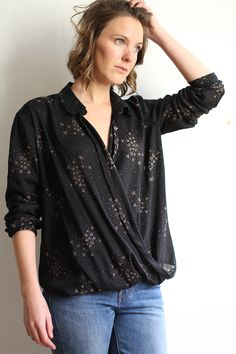 Are you looking for a relaxed shirt sewing pattern? Check out the Ready to Sew Jane shirt. Read dressmaking pattern reviews here.