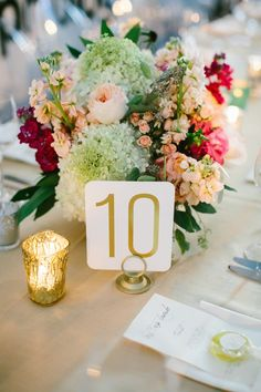 Elegant wedding centerpiece idea; Photography: Pen/Carlson