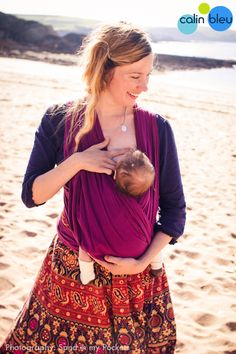The stylish Amethyst cotton gauze baby wrap spreads the weight evenly around your back, both shoulders and hips