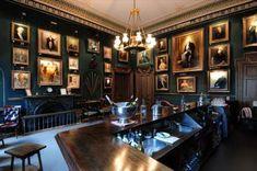 The Garrick Club Gallery Pub Interior, Room Interior Design, Gentlemens Club Decor, Cigar Lounge Decor, Gentlemans Lounge, Home Bar Rooms, Whiskey Room, Cigar Club, Pub Design