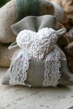 shabby heart -- link isn't direct and needs translating Bomboniere Ideas, Soap Wedding Favors, Wedding Book, Autumn Wedding, Cottage Chic, Clay Jewelry, Burlap Wreath, Diy Gifts, Sewing Projects