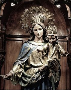 IMAGENES DE MARIA AUXILIADORA AUSILIATRICE AUXILIATRICE HELP OF CHRISTIANS Blessed Mother Mary, Blessed Virgin Mary, My Maria, Madonna And Child, Mothers Love, Art Inspo, Sculpture, Altar, Catholic