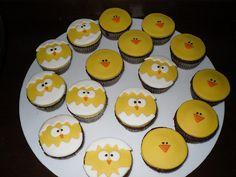Hatching chicks...super cute Easter cupcake idea.