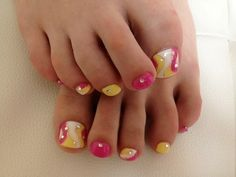 http://static.becomegorgeous.com/img/arts/2012/Jun/20/8118/nail_art_pedi.jpg