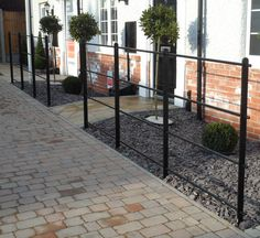 5 Graceful Tips: Backyard Fence Split Rail fencing gate courtyards.Fence Colours Paint fence and gates privacy.Fence And Gates Raised Beds. Black Garden Fence, Metal Garden Fencing, Garden Railings, Metal Fence Panels, Metal Railings, Farm Fence, Low Fence, Black Fence, Porch Railings