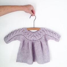 Knitting for Olive: BLÅBÆRBLUSE strikkeopskrift How To Start Knitting, Knitting For Kids, Crochet For Kids, Baby Knitting, Crochet Baby, Knit Crochet, Knit Baby Dress, Knitted Baby Clothes, Wool Shop