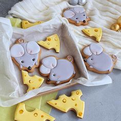 Mouse and cheese cookies Cute Cookies, Spice Cookies, Baby Shower Sweets, New Years Cookies, Paint Cookies, Cheese Cookies, Christmas Sugar Cookies, Cookie Frosting, Cookie Designs