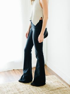 How about a fancy outfit for Friday? This outfit seems so simple — flare jeans, sweater tank, ankle booties. But when I look at in real life, it'ssuper dramatic. Like, way more dramati…