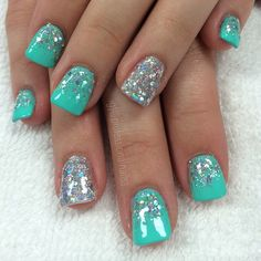 New to solar nails? Many people are which is why we've decided to give you all the details about solar nails, complete with design ideas! Sparkle Nails, Fancy Nails, Love Nails, Fabulous Nails, Gorgeous Nails, Pointy Nails, Gel Nails, Ios App, Solar Nails