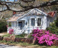 The historic Grey Burriss house, Southport, NC Cottage Shabby Chic, Cozy Cottage, Cottage Living, Coastal Living, Shabby Chic Romantique, South Carolina, Oak Island, Little Houses, Tiny Houses