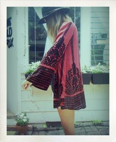 'Boho Chic' is one of my all-time favorite, go to looks. Beautiful prints, flowing fabrics, and accessories for days. Hippie Style, Look Hippie Chic, Estilo Hippie Chic, Mode Hippie, Look Boho, Bohemian Mode, Gypsy Style, Bohemian Style, Bohemian Summer