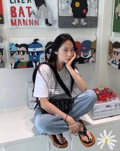 Krystal Sulli, Krystal Fx, Jessica & Krystal, Jessica Jung, Krystal Jung Fashion, Girl Inspiration, Kpop Outfits, Woman Crush, Ulzzang Girl