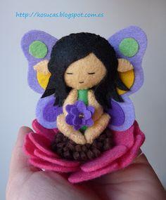 Pequeña hada de las flores de fieltro.  Felt small flower fairy