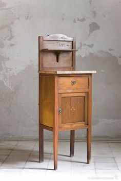Antigua mesita alta de madera con marquetería, mármol rosa y copete. - Foto 1 Table, Recycling, Furniture, New Homes, Wood Crafts, Home Decor, Vintage, Recycled Furniture, Deco