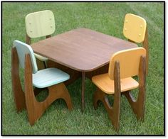 Fun + func­tional child's table set from Etsy seller Jes­sica John­son. Made from birch ply­wood in your choice of color and stain. Avail­able for $270 (includes four chairs).  0 Comments | Categories: Etsy, Kids' Rooms