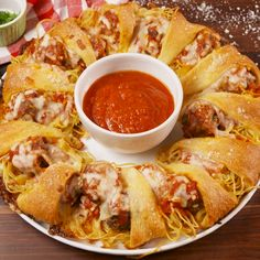 You ve never seen spaghetti and meatballs quite like this before food easyrecipe party appetizer comfortfood Pasta Recipes, Appetizer Recipes, Beef Recipes, Italian Recipes, Dinner Recipes, Cooking Recipes, Cheese Appetizers, Party Appetizers, Cooking Cake