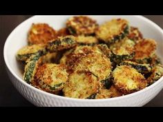 Baked Garlic Parmesan Zucchini Chips - Crispy and flavorful baked zucchini chips covered in seasoned panko bread crumbs with garlic and Parmesan. Parmesan Zucchini Chips, Zucchini Chips Recipe, Garlic Parmesan, Vegetable Recipes, Vegetarian Recipes, Cooking Recipes, Healthy Recipes, Appetizer Recipes, Dinner Recipes
