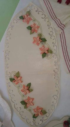 Lace Making, Adult Coloring, Machine Embroidery Designs, Table Runners, Tatting, Elsa, Salons, How To Make, Handmade