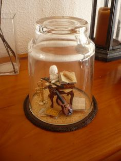 Using an upturned glass. CLOTHING DREAMS - WONDERFUL MINIS Diorama, Minis, Red Wagon, Miniature Rooms, August 2014, Miniture Things, Dollhouses, Snow Globes, Home Furniture
