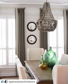 This gorgeous dining room from @sparrowbranchinteriors is what our dining room dreams are made of! #allthehearteyes #diningroomgoals