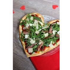 SOS Repas de Saint-Valentin en : Pizza d'amour - Pizza Mexicana, Food Work, Pizza Facil, Valentines Day Pizza, Paninis, Cuisines Diy, Love Pizza, Pizza Pizza, Dinner For Two