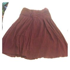 """Club Monaco Finely pleated plum midi skirt Flirty Club Monaco plum midi skirt. 26"""" long, 27"""" waist, 5.5"""" ruching at waist. Last picture has best color, it's a great plum color. Zipper at the back. Club Monaco Skirts Midi"""