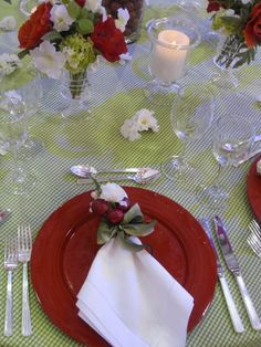 tablescape/ napkin ring with a bit of holly plain on the tartan table cloth?