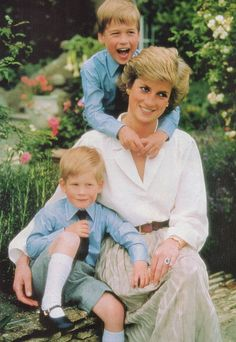 Princess Diana, Prince William, and Prince Harry.Diana left us with many wonderful moments in Time. Lady Diana Spencer, Princess Diana Family, Princess Of Wales, Princess Diana Car Crash, Princess Charlotte, Baby Princess, Princesa Diana, Die Queen, Prinz Charles