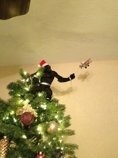 Here are some of the most creative Christmas tree toppers we've ever seen. From Darth Vader to Harry Potter and King Kong, the possibilities are absolutely endless. Funny Tree Topper, Funny Christmas Tree Toppers, Funny Christmas Decorations, Creative Christmas Trees, Christmas Humor, Christmas Tree Angel, Crochet Christmas Trees, Christmas Tree With Gifts, Christmas Diy