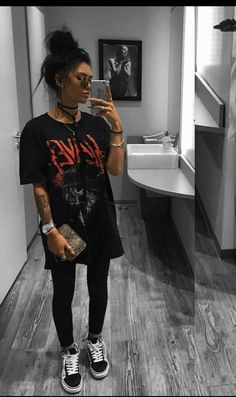 Oversized T-Shirt Grunge Slayer # fashion Cute Comfy Outfits, Edgy Outfits, Mode Outfits, Fashion Outfits, Summer Outfits, Oversized Shirt Outfit, Baggy Tshirt Outfit, Outfit Jeans, Oversized Tee