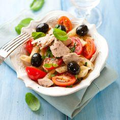 Салат с оливками и курицей