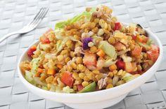 Aprende a preparar ensalada de lentejas y atún con esta rica y fácil receta. Las legumbres en general, se puede servir de muchas formas y una de ellas es en platos...