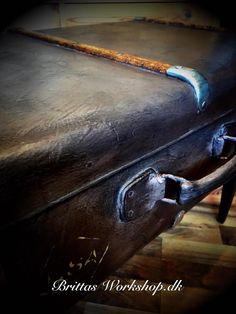 Kuffert som katteseng  Brittas Workshop Steampunk dresser painted furniture with Annie Sloan Chalk Paint