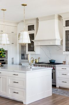 23 Perfect Color Ideas for Painting Kitchen Cabinets that will Add Personality to Your Home - The Trending House Kitchen Post, New Kitchen, Kitchen Decor, Kitchen Designs, Kitchen Ideas, Home Staging, Small American Kitchens, Kitchen Colour Schemes, Green Kitchen
