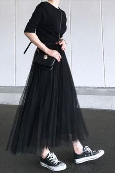 How To Wear Black Skirt Girls 62 Ideas 36 Perfect Winter Outfit Ideas Fashion long skirt outfits ideas Black Converse Outfits, Black Skirt Outfits, Black Pleated Skirt, Pleated Skirts, Long Skirts, Long Black Skirts, Mini Skirt, Dress With Converse, Converse Fashion