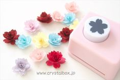 Quilled Paper Art, Quilling Paper Craft, Paper Crafts, Paper Origami Flowers, Flower Picture Frames, Diy And Crafts, Crafts For Kids, Moon Crafts, Paper Flower Tutorial